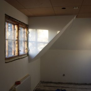 Makuuhuoneen luonnonmukainen hengittävä maali
