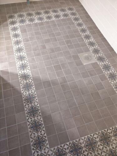 Kylpyhuone koriste kaakelointi
